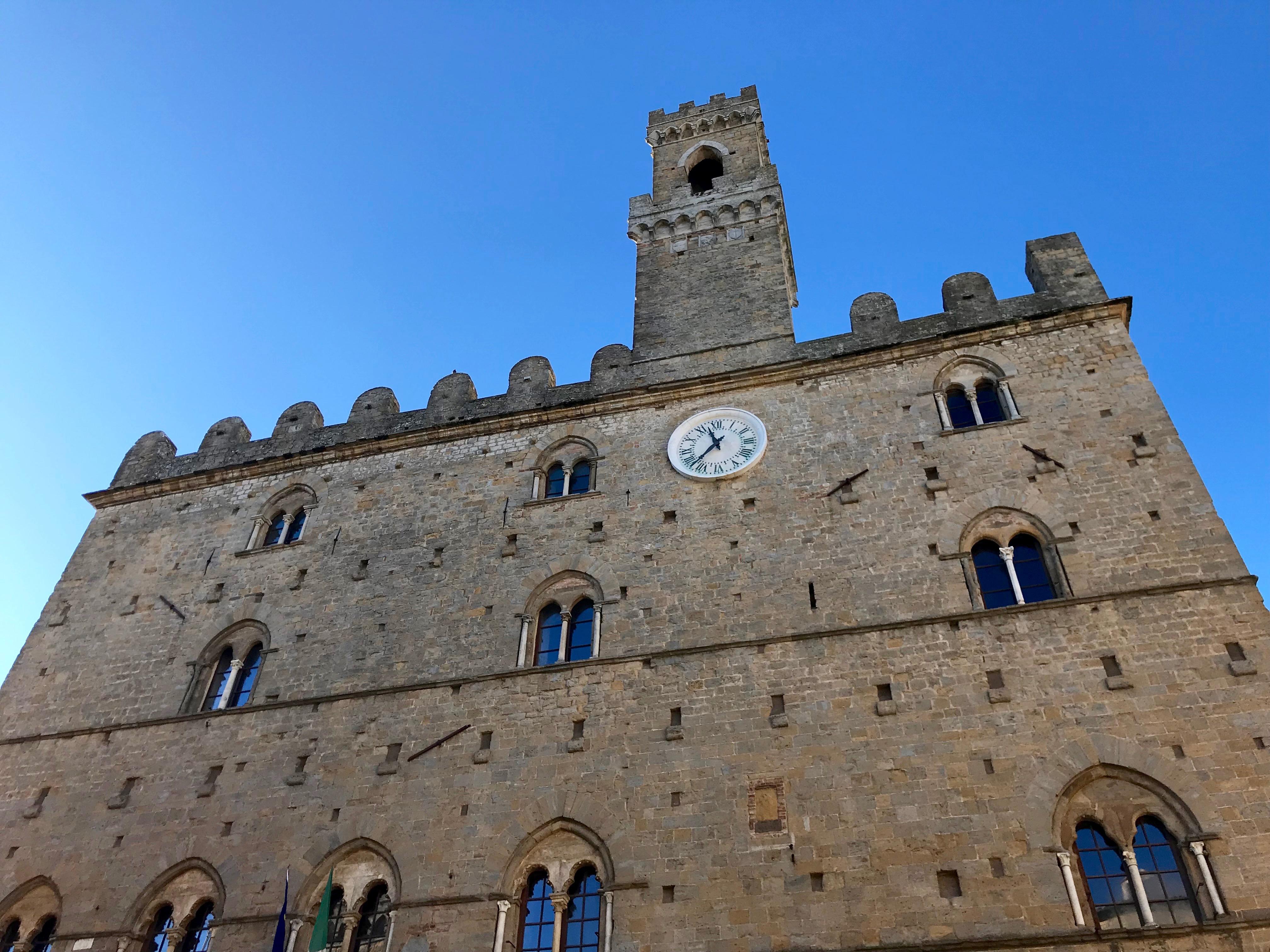 Volterra, piazza dei priori, francesca mercantini, toscana