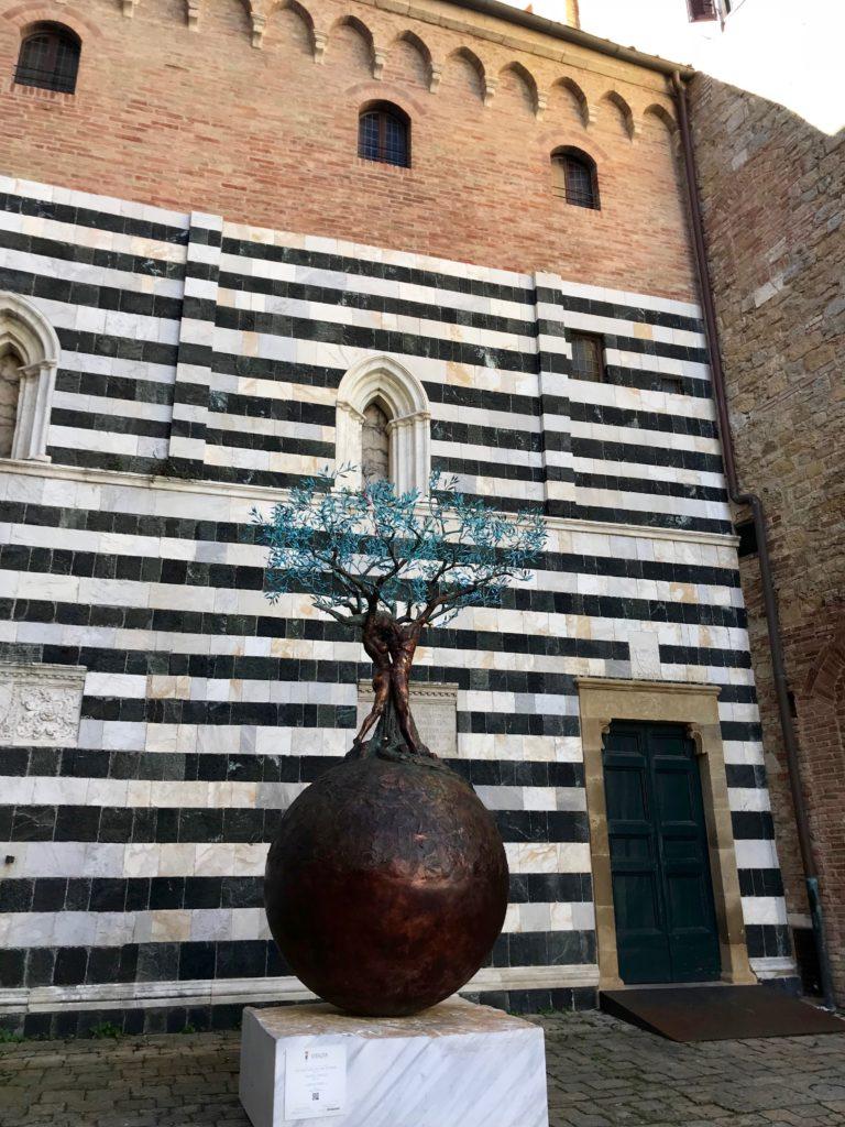 palazzo dei priori, statua della vitalità, volterra, francesca mercantini